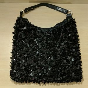 Black purse with pretty beating